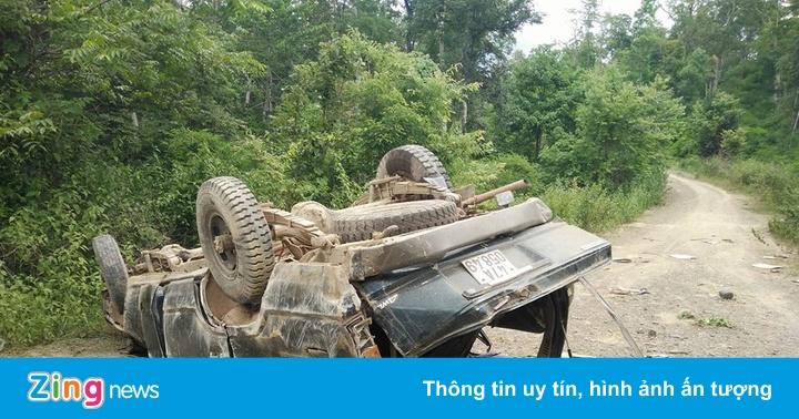 Thi thể hai người đàn ông không nguyên vẹn bên xe gỗ lậu