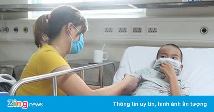 Con bị liệt do mẹ nhầm viêm não Nhật Bản và đau họng