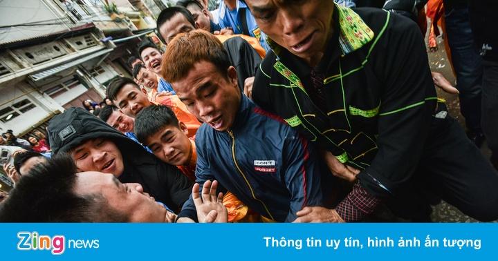 Cuộc tranh giành đầu pháo tại lễ hội ở Lạng Sơn