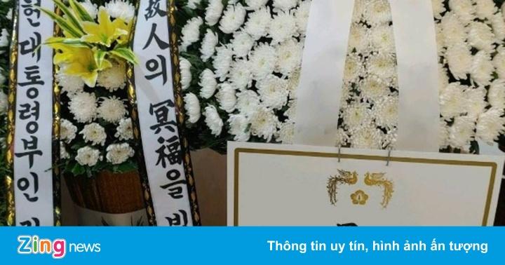 Gửi hoa viếng mẹ của tội phạm tình dục, TT Hàn Quốc bị chỉ trích
