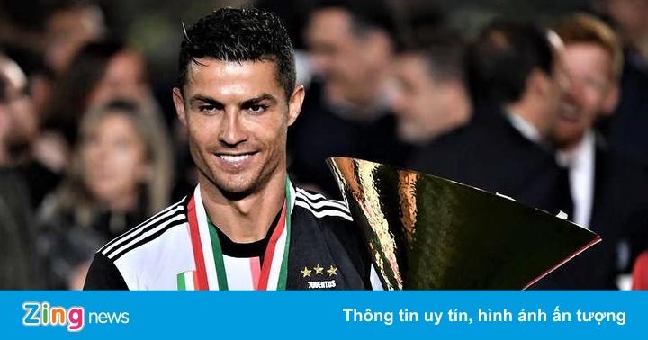 Ronaldo ủng hộ HLV Sarri chuyển đến Juventus