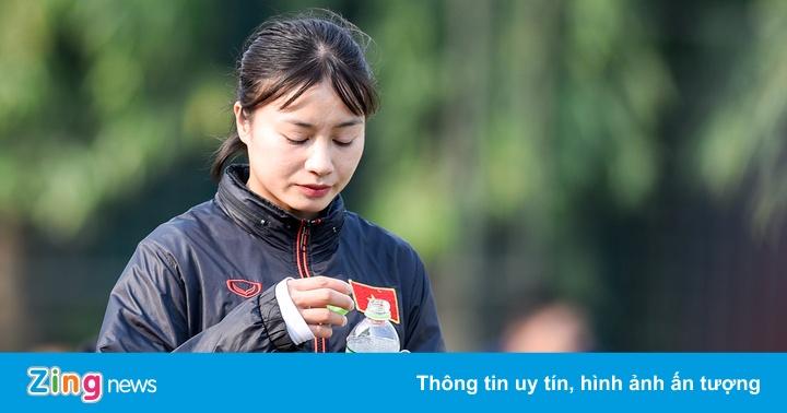 Hoàng Thị Loan dự bị trong trận tuyển nữ Việt Nam thua U15 PVF