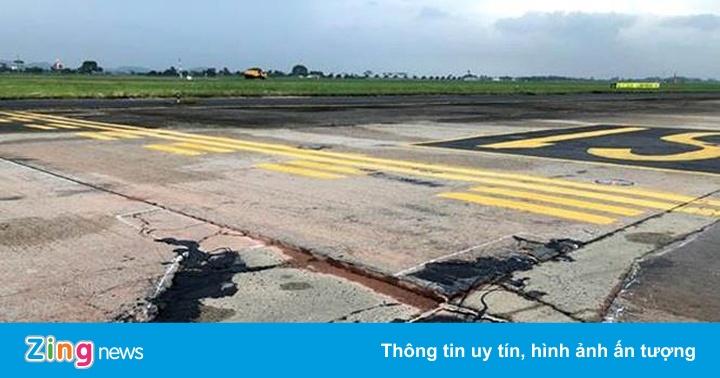 Đường băng sân bay Nội Bài hư hỏng nặng
