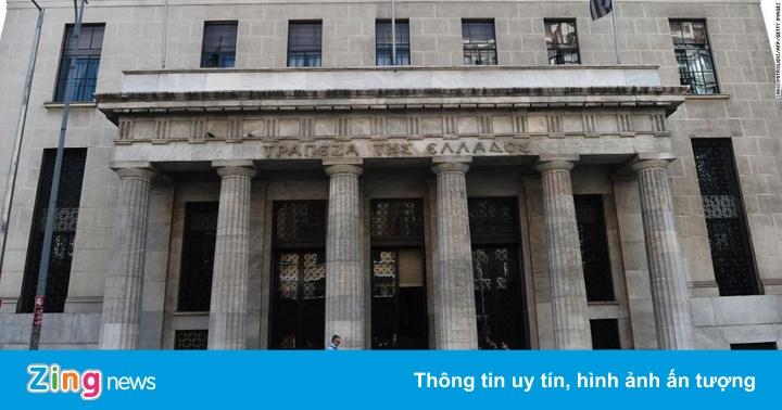 Giới đầu tư chấp nhập lãi suất âm để gửi tiền tại Hy Lạp