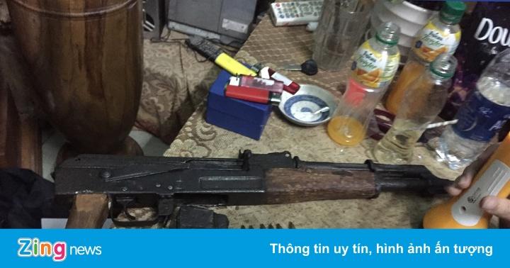 Tàng trữ ma túy, súng quân dụng ngay giữa thành phố