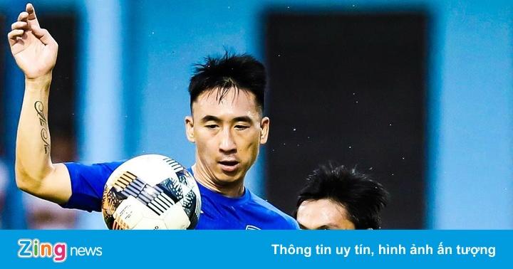 Tiền vệ Quảng Ninh giẫm lên đầu đối thủ nhận án phạt nặng