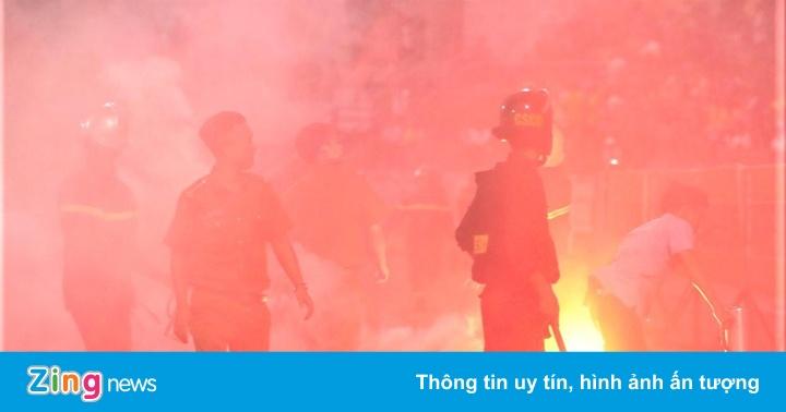 HLV Nam Định: ''CĐV bức xúc với bầu Hiển từ mùa trước''