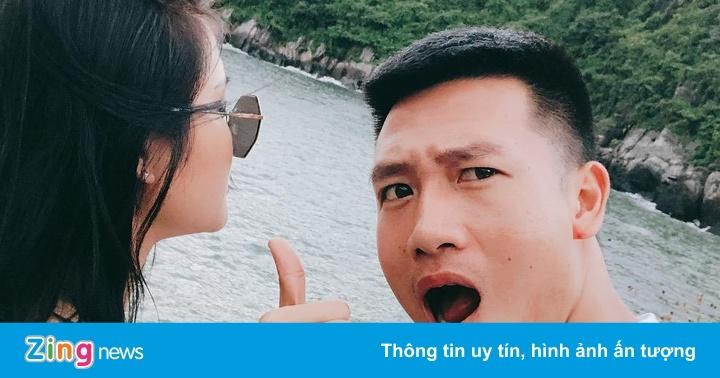 """Tiền vệ Huy Hùng: Thích chụp ảnh """"dìm hàng"""", có bạn gái xinh đẹp"""