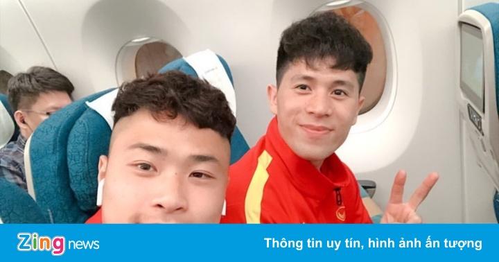 Đức Chinh, Đình Trọng khoe ảnh chụp với đồng đội, check-in Hàn Quốc
