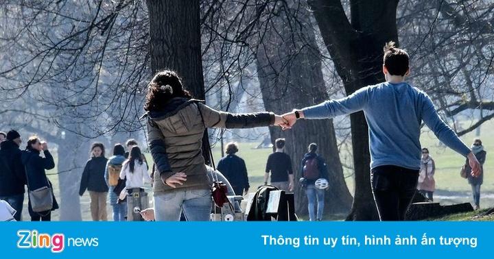 Giữa đại dịch, yêu nhau cũng phải duy trì khoảng cách