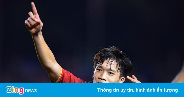Hàng trăm người đặt tour xem chung kết bóng đá SEA Games 30