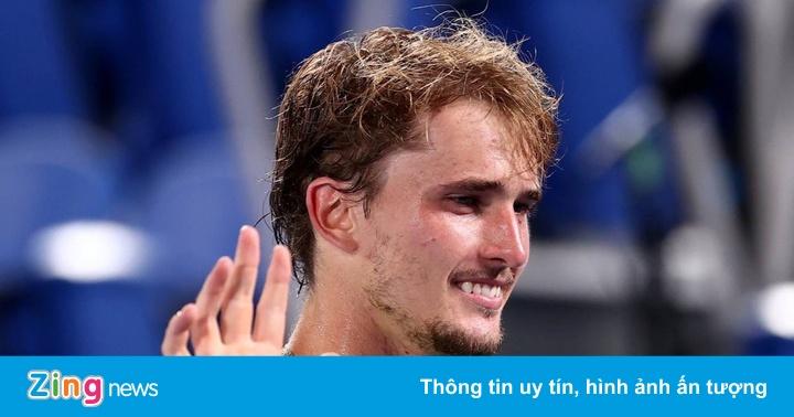 Zverev bật khóc sau khi hạ Djokovic ở bán kết Olympic