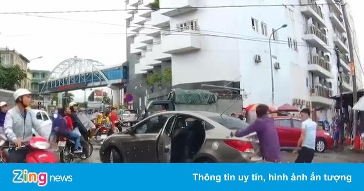 Tạm giữ người đi xe máy chém đứt gân tài xế ôtô - Pháp luật