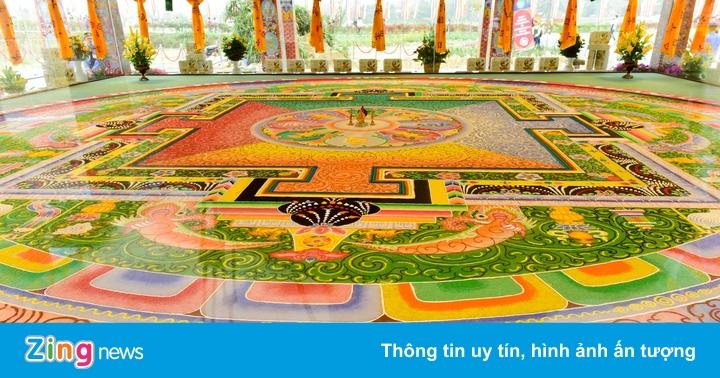 Cận cảnh tranh Mandala Phật Quan Âm bằng ngọc đá quý lớn nhất Việt Nam
