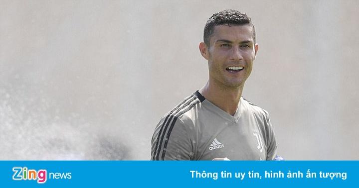 Ronaldo lại ghi bàn trong trận thắng 8-0 của Juventus