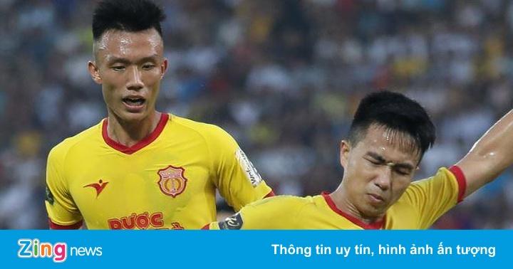 CLB Khánh Hòa 2-0 Nam Định: Thủ quân đội khách mắc sai lầm