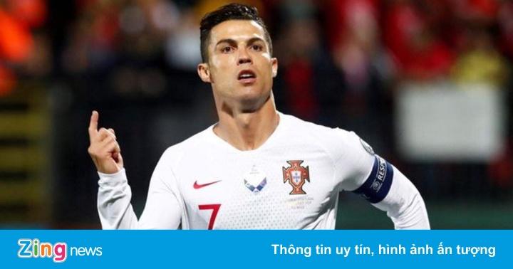 Ronaldo tỏa sáng dù CĐV gọi tên Messi