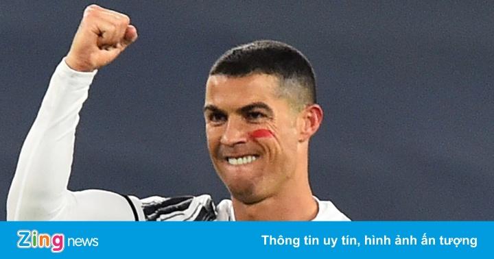 Ronaldo lập cú đúp bàn thắng trong 4 phút