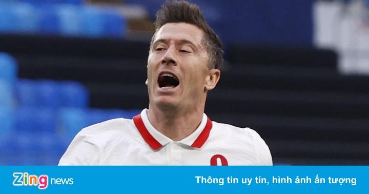 Lewandowski tịt ngòi trong trận thua của Ba Lan