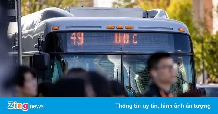 Nhắc nhở nhóm thiếu niên ồn ào trên xe buýt, nữ sinh bị đánh ở Canada