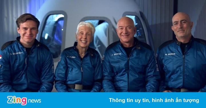 Tỷ phú Jeff Bezos bay lên rìa vũ trụ thành công
