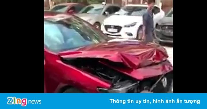 Mazda3 ở Hà Nội đâm vỡ phần đầu do khách đưa cho đại lý thử phanh