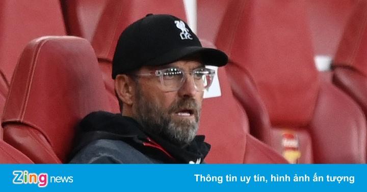 Arsenal 2-1 Liverpool: HLV Klopp thất thần nhìn học trò mắc sai lầm