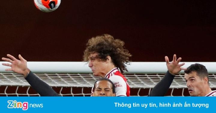 Arsenal 2-1 Liverpool: Hàng thủ liên tiếp mắc sai lầm