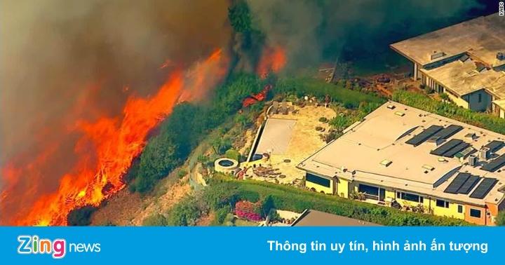 Nhà giàu Los Angeles phải chạy cháy, bỏ lại biệt thự hàng triệu USD