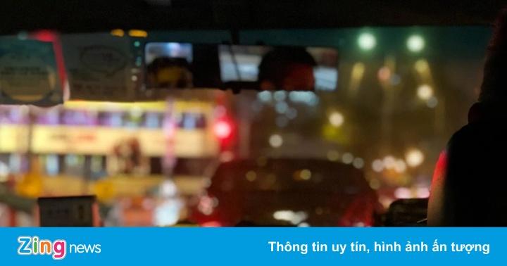 Cô gái cầu cứu cảnh sát vì bị quay lén cảnh thân mật trên taxi