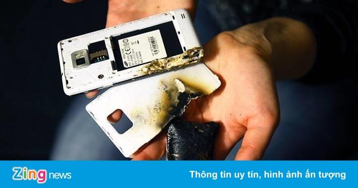 Vì sao điện thoại nổ khi đang sạc pin?