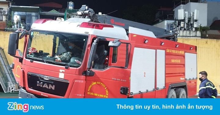 Xe cứu hỏa gặp sự cố ở sân Hàng Đẫy
