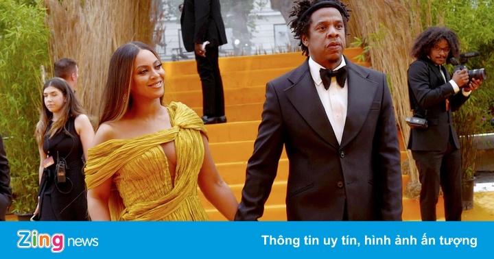 Beyonce diện váy xẻ táo bạo của Công Trí trên thảm đỏ 'The Lion King'