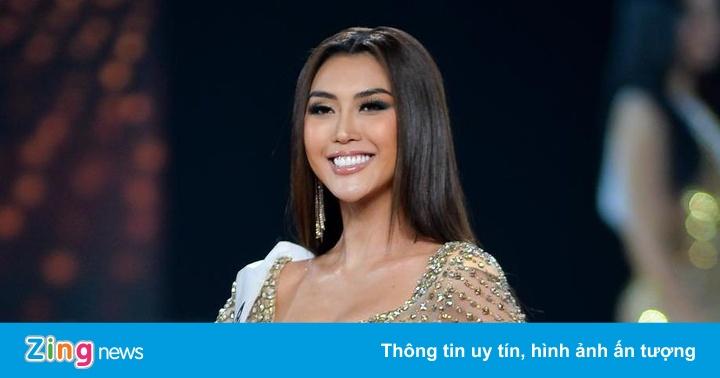Thí sinh Hoa hậu Hoàn vũ Việt Nam diện váy xẻ cao