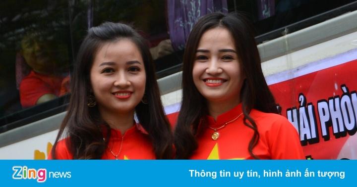 CĐV Hải Phòng, Thanh Hóa đổ về Hà Nội cổ vũ tuyển Việt Nam