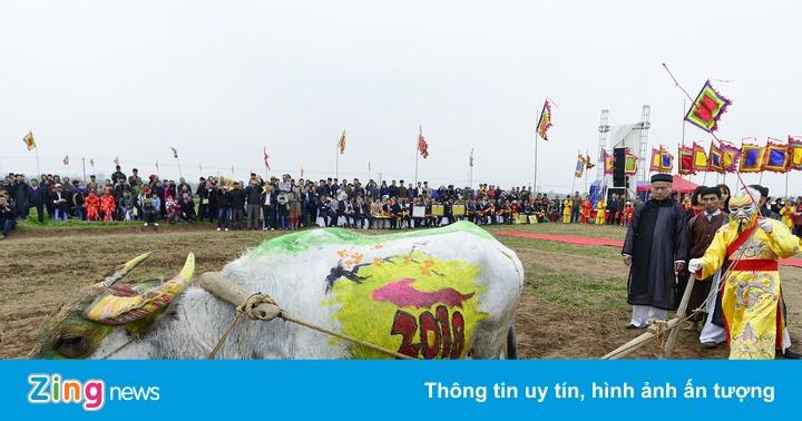 """""""Vua"""" đi cày đầu năm tại lễ hội Tịch Điền"""