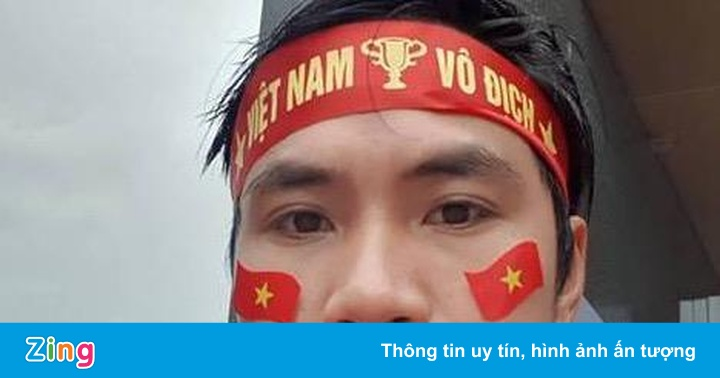 CĐV Việt một mình ngồi ở khán đài Malaysia: Chỉ dám vui trong âm thầm