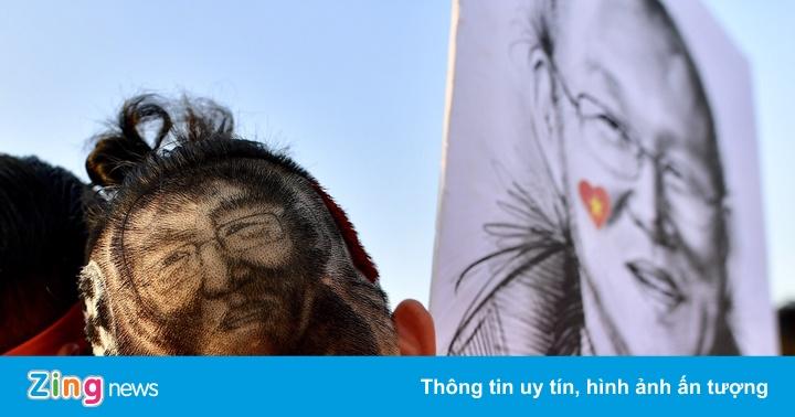 AFF CUP 2018: CĐV gây ấn tượng với mái tóc theo khuôn mặt HLV Park Hang-seo – Bóng đá Việt Nam