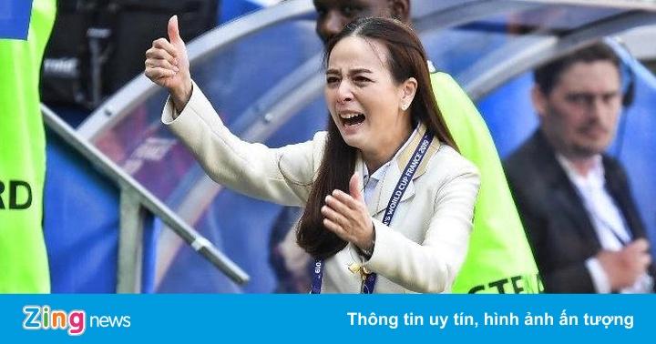 Trưởng đoàn Thái Lan rơi lệ sau bàn thắng đầu tiên ở World Cup 2019