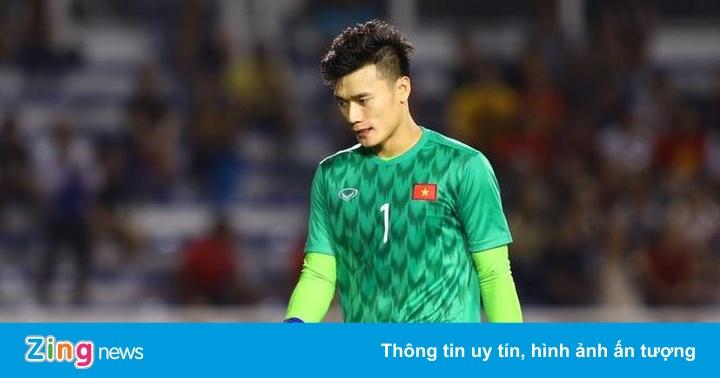 Bùi Tiến Dũng cảm ơn CĐV sau khi U22 Việt Nam vào chung kết