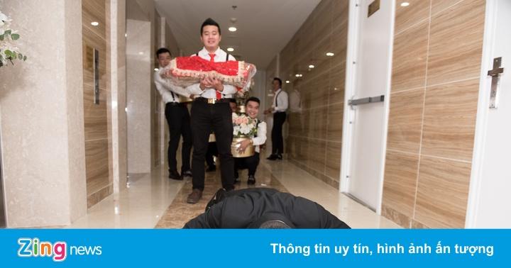 Chú rể hít đất 50 lần trước cửa nhà Giang Hồng Ngọc trong lễ ăn hỏi
