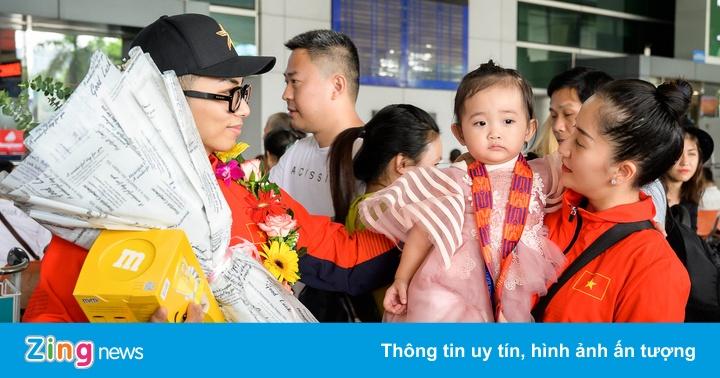 Khánh Thi, Phan Hiển về nước sau khi đoạt HCV SEA Games