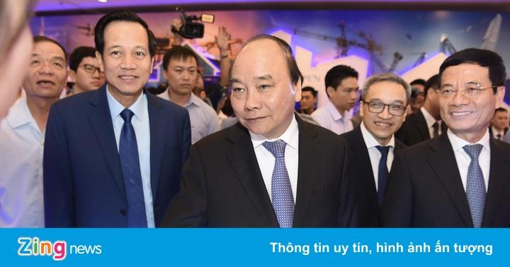 Thủ tướng trải nghiệm các sản phẩm công nghệ cao 'Make in Vietnam'
