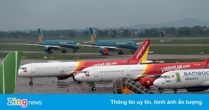 Ba hãng bay bị yêu cầu dừng mở bán vé vượt slot được cấp