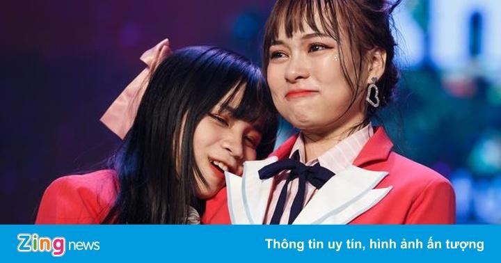 Nhóm nhạc đông nhất Việt Nam khóc trên sân khấu