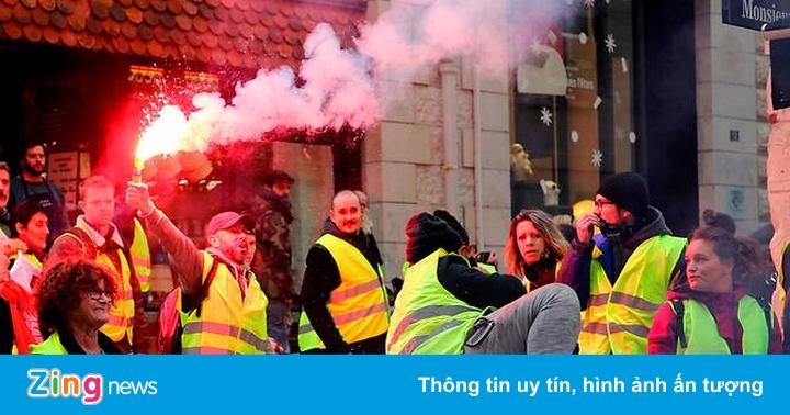 """Người biểu tình """"áo khoác vàng"""" đốt trạm thu phí trên cao tốc ở Pháp"""