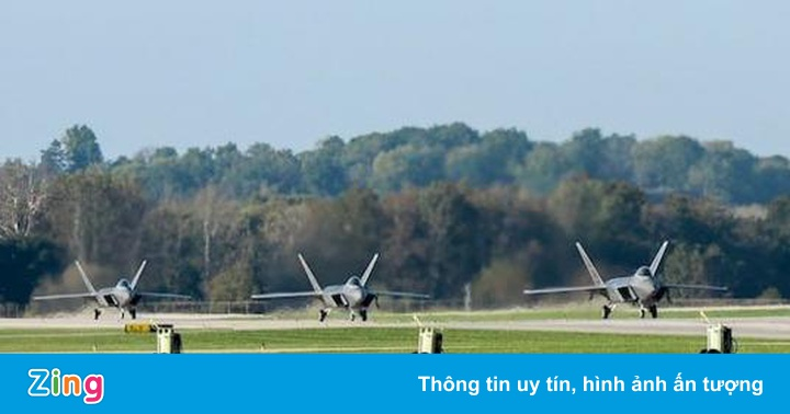Tiêm kích F-22 sơ tán để tránh siêu bão Michael
