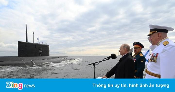 Tổng thống Putin giám sát 54 tàu chiến duyệt binh