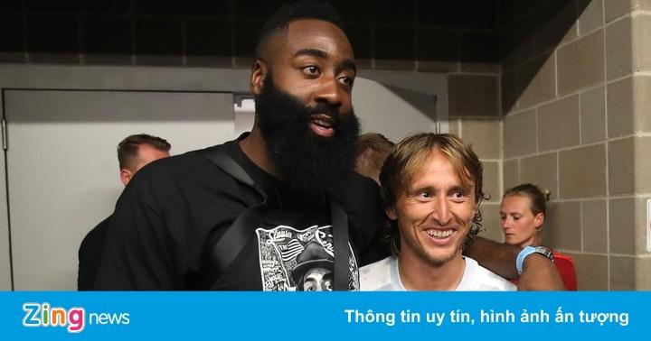 Luka Modric thành chàng lùn khi đứng cạnh siêu sao bóng rổ