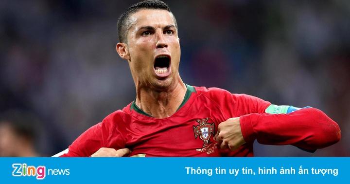 Ronaldo ghi bàn khi bị CĐV hô tên Messi chế giễu